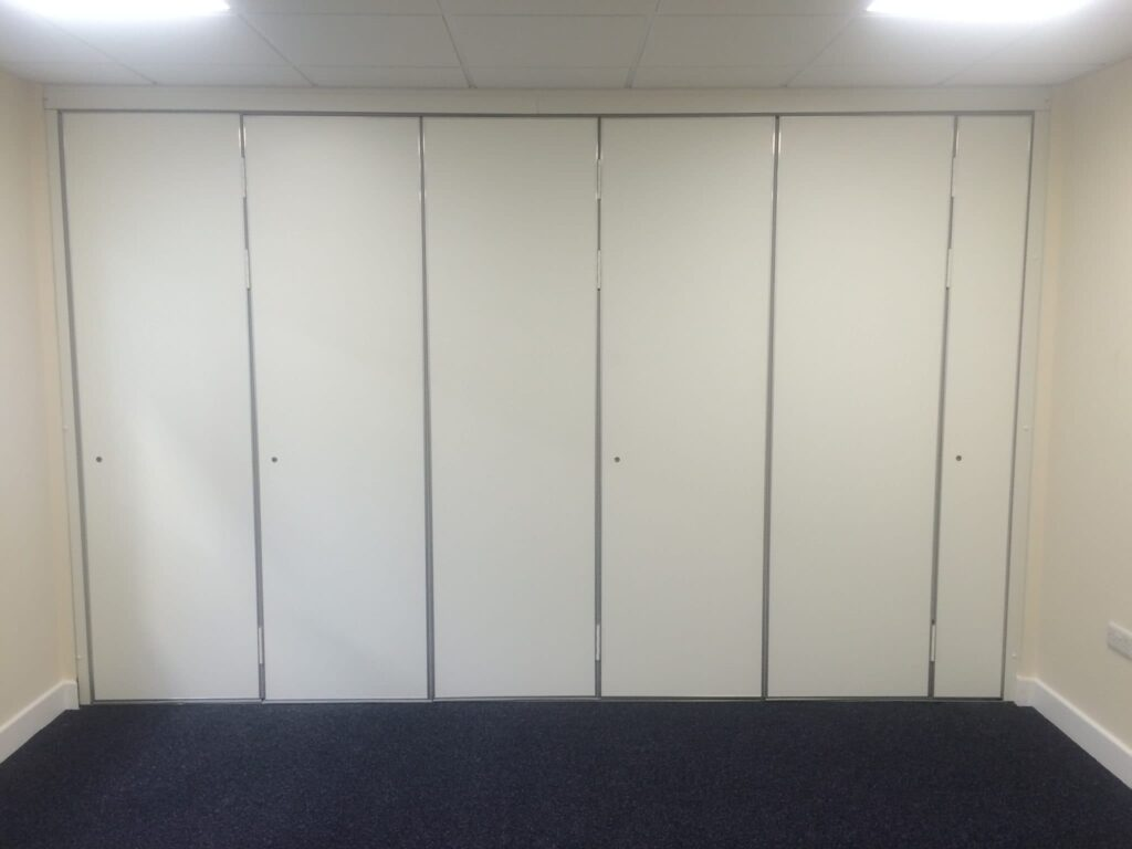 Closed moveable wall
