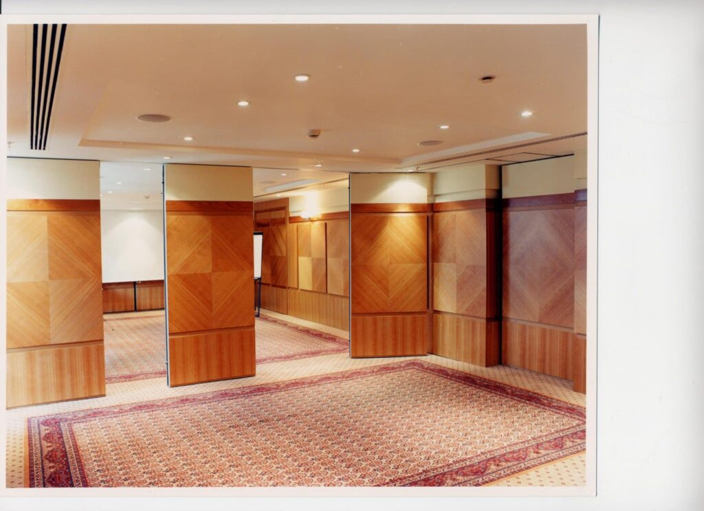 Soundproofed moveable wall